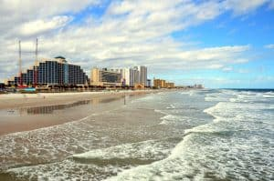 17 Best US Places Near the Ocean To Retire in the US